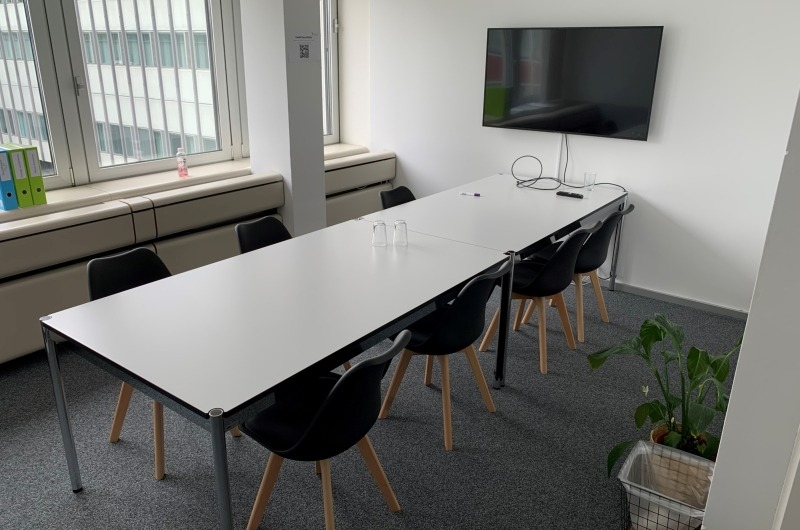 Meetingraum in Bern mit 6m2 Whiteboard - 1