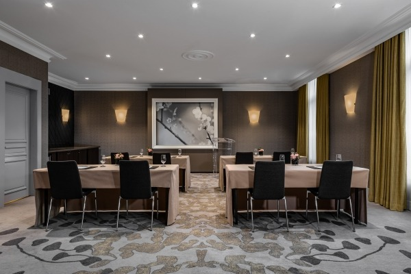 Elegant room with state-of-the-art technology - 5