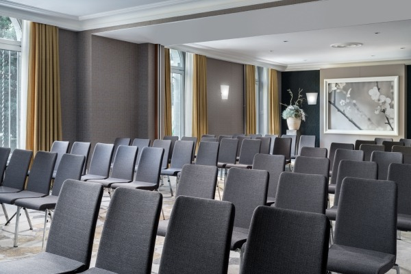 Elegant room with state-of-the-art technology - 3