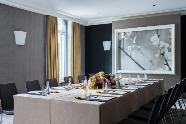Modern Meeting Room with Garden View - 1